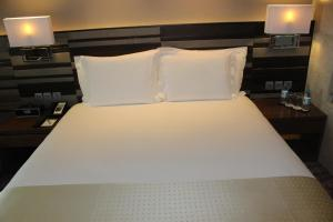 A bed or beds in a room at Holiday Inn Jaipur City Centre, an IHG Hotel