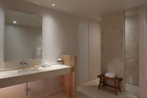 A bathroom at Loft 523