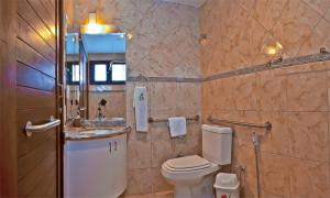 A bathroom at Pousada Beija Flor