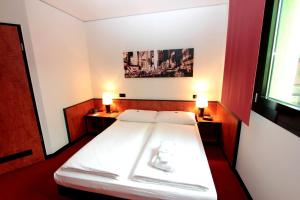 A bed or beds in a room at Ara Hotel Comfort