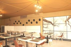 A restaurant or other place to eat at Escale Hotel