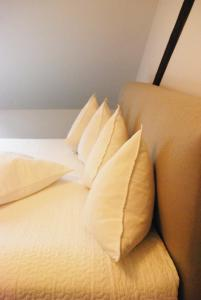 A bed or beds in a room at Sweet Clementine B & B