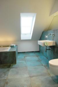 A bathroom at Sweet Clementine B & B