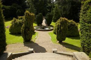 A garden outside Mercure London North Watford Hunton Park