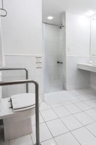 A bathroom at Belo Horizonte Plaza