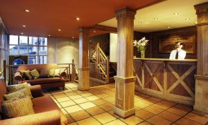 The lobby or reception area at Del Bosque Apart Hotel