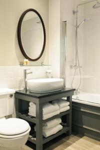 A bathroom at Tulse Hill Hotel
