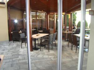 Reštaurácia alebo iné gastronomické zariadenie v ubytovaní Penzion Royal