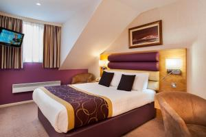 A bed or beds in a room at Abbey Hotel Golf & Spa
