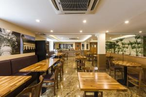 A restaurant or other place to eat at Gamboa Rio Hotel