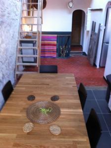 A seating area at Adoramaar- le loft
