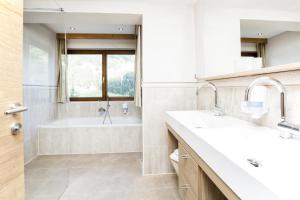 Ein Badezimmer in der Unterkunft Ferienhotel Aussicht