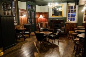 A restaurant or other place to eat at Tulse Hill Hotel