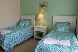A bed or beds in a room at Lucaya Village Resort 4 Bedroom Vacation Townhome 1715