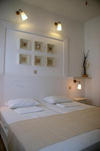 A bed or beds in a room at Villa Zografos