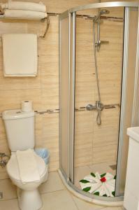 A bathroom at Tropic Hotel