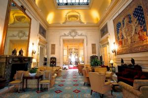 A restaurant or other place to eat at Luton Hoo Hotel, Golf and Spa
