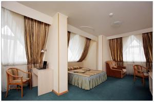 A seating area at Colibri Hotel