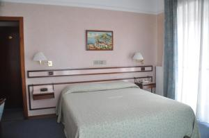 A bed or beds in a room at Albergo Fiorenza