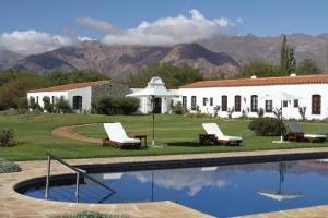 The swimming pool at or near Patios De Cafayate
