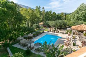 Vista sulla piscina di Odyssey Villas o su una piscina nei dintorni