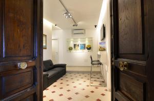 A seating area at Santi e Saraceni