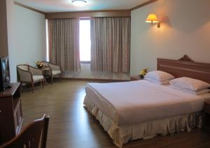 A bed or beds in a room at Rimpao Hotel