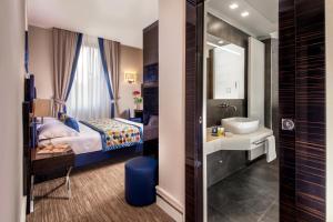 A bathroom at Gioberti Art Hotel