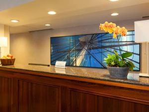 The lobby or reception area at Wyndham Boston Beacon Hill