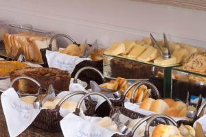 Breakfast options available to guests at Hotel Agua Marinha