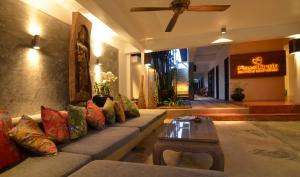 A seating area at PapaCrab Boutique Guesthouse
