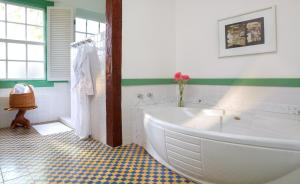A bathroom at Lake Vilas Charm Hotel