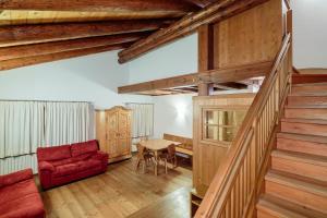 Zona de estar de Villa Lacedel - Stayincortina