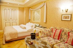 A bed or beds in a room at Hotel Grand Garden (Adult Only)