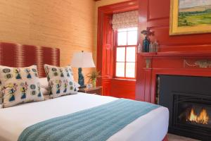 A bed or beds in a room at The Merchant