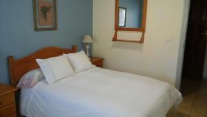 A bed or beds in a room at Alojamiento Rural La Montaña