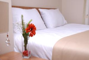 A bed or beds in a room at Airport Residence