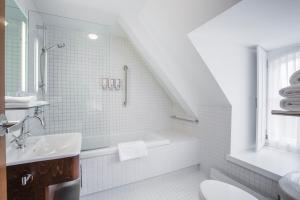 A bathroom at Monastère des Augustines