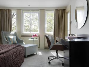 Ein Sitzbereich in der Unterkunft The Bristol Hotel