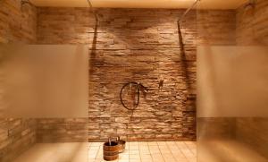 A bathroom at Hotel Ahornhof