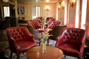A seating area at Albergo Cavalletto & Doge Orseolo