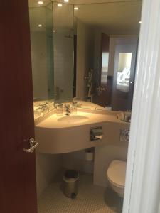 A bathroom at Alona Hotel