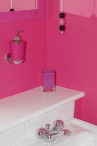 A bathroom at Au Coin Des Couleurs