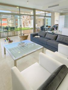 The lounge or bar area at Villas Opal Anfi Tauro