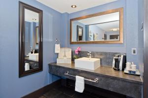 A bathroom at Centro Motel