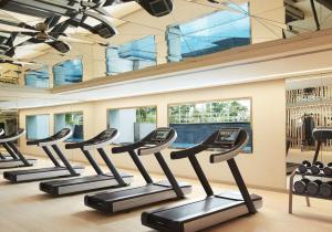 The fitness centre and/or fitness facilities at Taj Santacruz