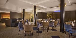 A restaurant or other place to eat at DoubleTree by Hilton Woking