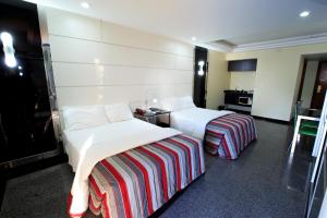 A bed or beds in a room at Da Vinci Hotel & Conventions