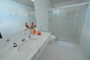 A bathroom at Rede Andrade Plaza Salvador
