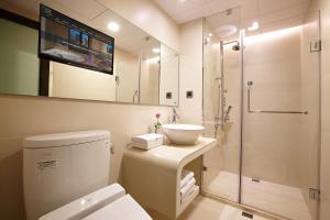 A bathroom at Beauty Hotels - Beautique Hotel